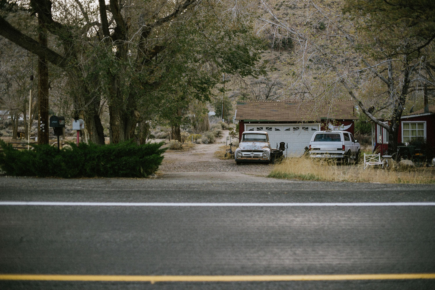 road and front yard of house in yosemite