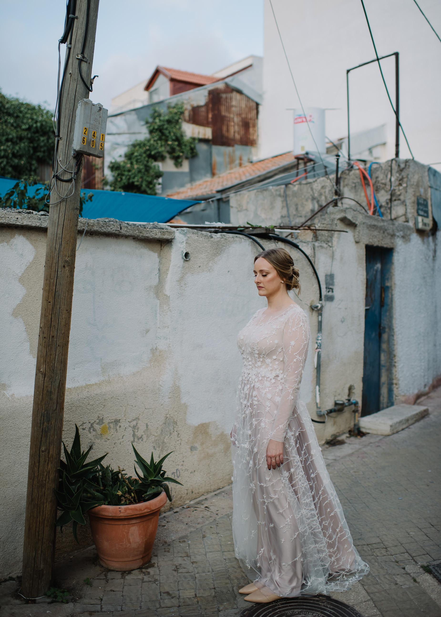 bride in urban Jerusalem
