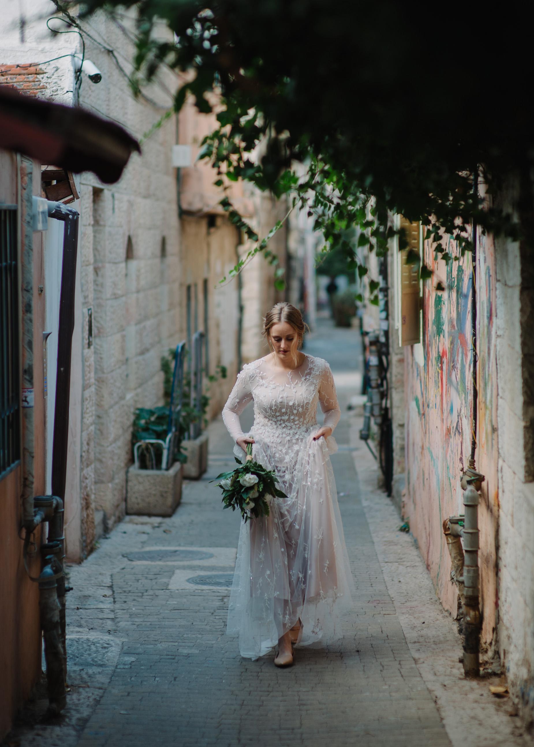 bride in Jerusalem alley
